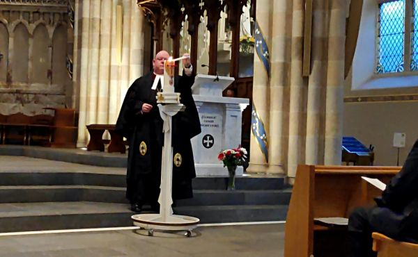 Very Rev Dr Derek Browning