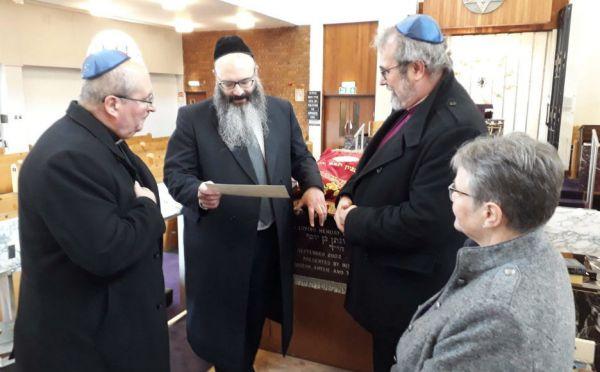 Visiting Giffnock Synagogue