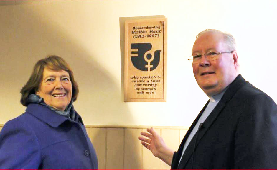 Jennifer Macmillan and Rev Dr David Graham  with the plaque