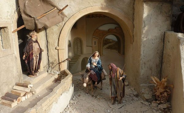 Figures of Mary and Joseph Arriving at the Inn